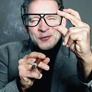 Erik van Muiswinkel - Buigt Allen Mee Voor Drs. P!
